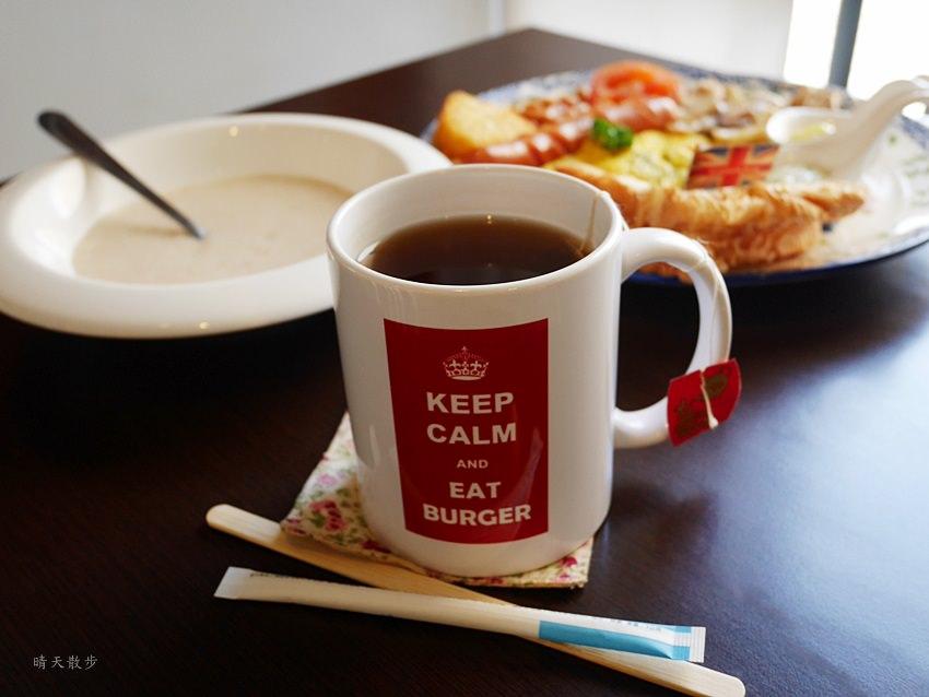 20171002144227 76 - 【熱血採訪】台中早午餐|漢堡巴士Burger Bus~傳統英式早餐、英式漢堡專賣店 英國開車玩一圈 結合藝術和美食的英國風文青餐館(東區早午餐)