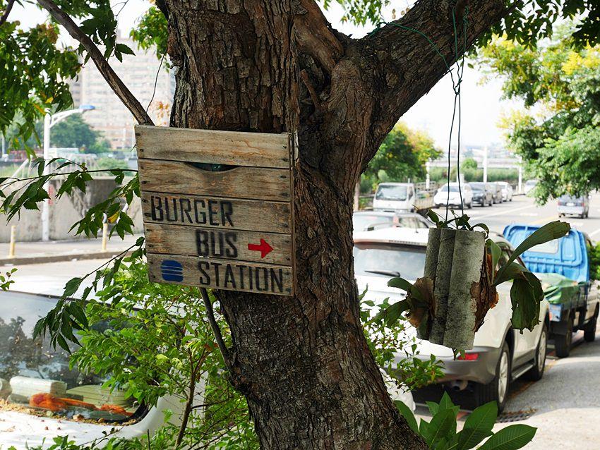 20171002144328 70 - 【熱血採訪】台中早午餐|漢堡巴士Burger Bus~傳統英式早餐、英式漢堡專賣店 英國開車玩一圈 結合藝術和美食的英國風文青餐館(東區早午餐)
