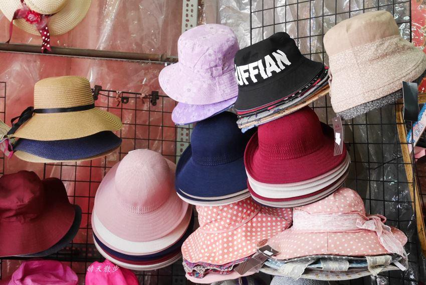 20171026153153 99 - 台中逛街︱超值帽子、雨傘、圍裙哪裡買?第三市場啊!(信義南街、民意街文創市集)