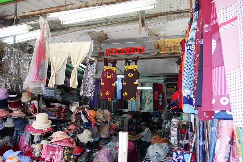 20171026153155 53 - 台中逛街︱超值帽子、雨傘、圍裙哪裡買?第三市場啊!(信義南街、民意街文創市集)