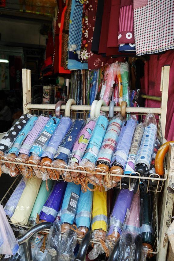 20171026153158 26 - 台中逛街︱超值帽子、雨傘、圍裙哪裡買?第三市場啊!(信義南街、民意街文創市集)