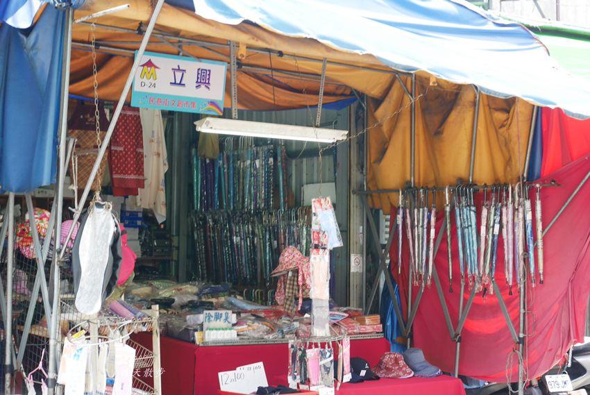 20171026153201 35 - 台中逛街︱超值帽子、雨傘、圍裙哪裡買?第三市場啊!(信義南街、民意街文創市集)