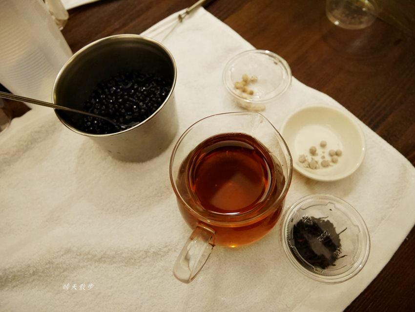 20171206235648 68 - 熱血採訪|春水堂珍珠奶茶DIY手搖體驗~搖出全世界最好喝的泡沫紅茶、珍珠奶茶 還有證書和雪克器帶回家(台中午茶生活節)