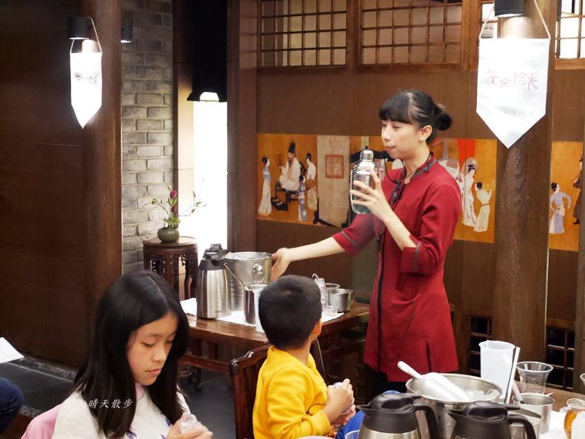 20171206235657 48 - 熱血採訪|春水堂珍珠奶茶DIY手搖體驗~搖出全世界最好喝的泡沫紅茶、珍珠奶茶 還有證書和雪克器帶回家(台中午茶生活節)