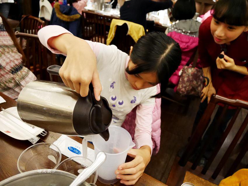 20171206235658 82 - 熱血採訪|春水堂珍珠奶茶DIY手搖體驗~搖出全世界最好喝的泡沫紅茶、珍珠奶茶 還有證書和雪克器帶回家(台中午茶生活節)
