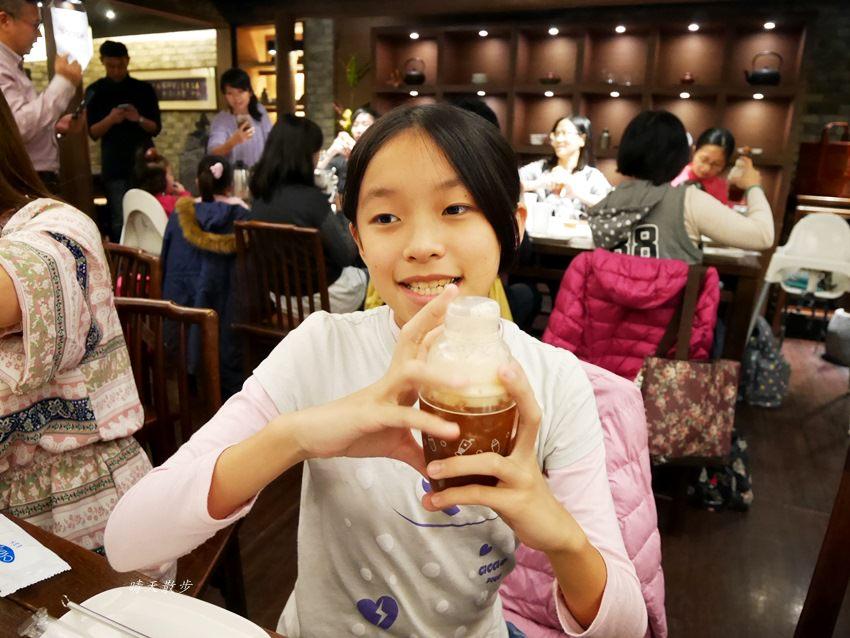 20171206235703 86 - 熱血採訪|春水堂珍珠奶茶DIY手搖體驗~搖出全世界最好喝的泡沫紅茶、珍珠奶茶 還有證書和雪克器帶回家(台中午茶生活節)