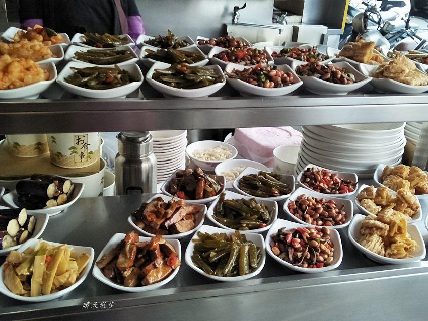 20171228110658 48 - 台中小吃|饕之鄉 李姐的店~小籠湯包、麵食、炒飯通通有 用餐尖峰時段千萬別去人擠人 宵夜也吃得到