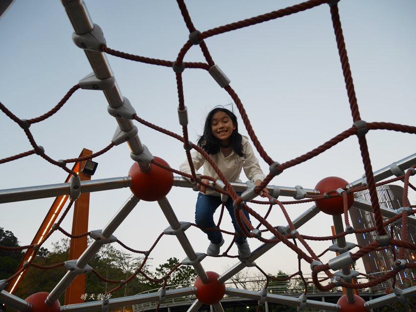 20180116002102 87 - 台中一日遊|清水鰲峰山公園~好好玩的競合遊戲體驗場 跑酷競技親子同樂
