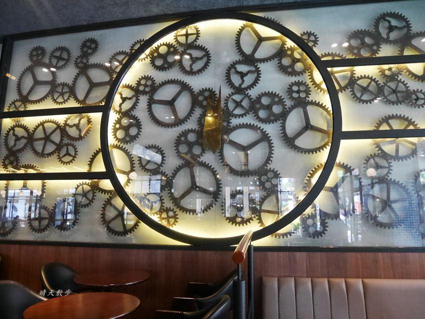 20180222190536 19 - 台中下午茶|卡啡那大墩店~香書、咖啡香、麵包香 從牆面到天花板都是書 假日一位難求