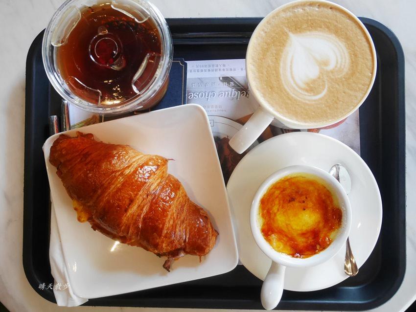 20180222190543 50 - 台中下午茶|卡啡那大墩店~香書、咖啡香、麵包香 從牆面到天花板都是書 假日一位難求