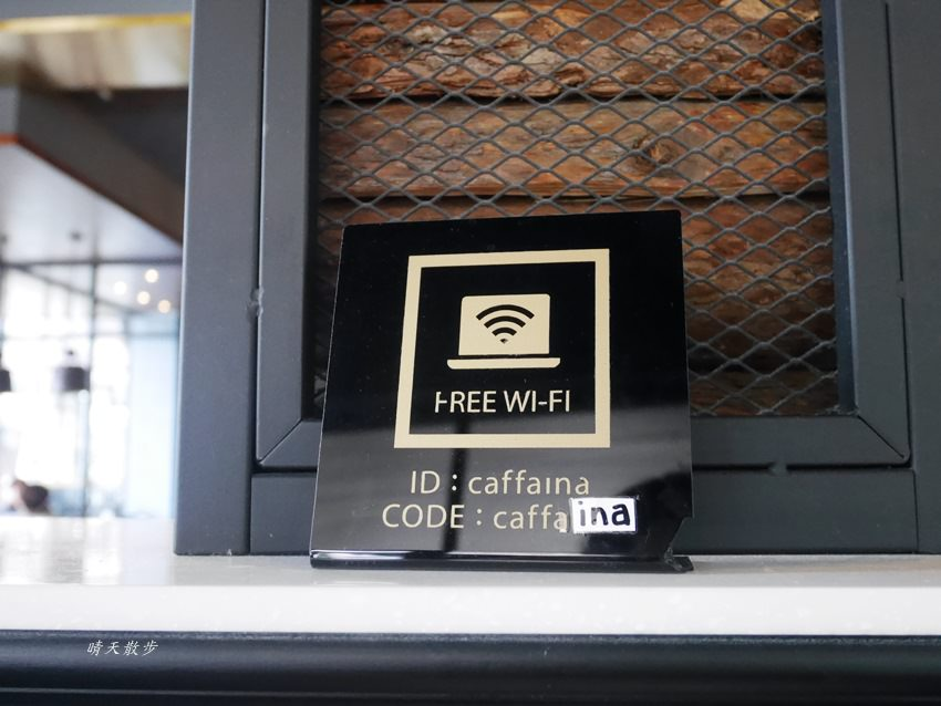 20180222190554 15 - 台中下午茶|卡啡那大墩店~香書、咖啡香、麵包香 從牆面到天花板都是書 假日一位難求