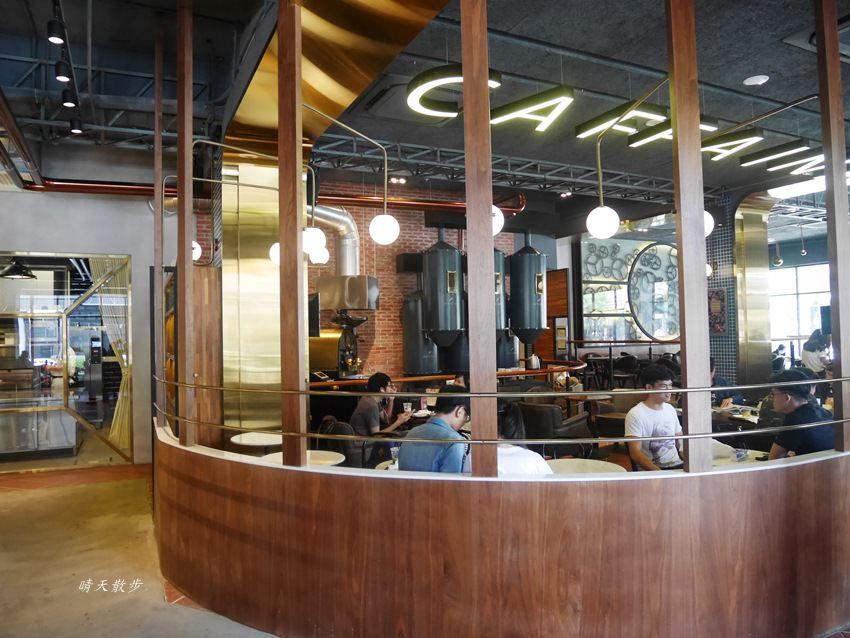 20180222190611 34 - 台中下午茶|卡啡那大墩店~香書、咖啡香、麵包香 從牆面到天花板都是書 假日一位難求
