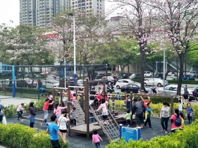 20180503221125 38 - 迪卡儂南屯店戶外運動區~桌球、籃球、兒童遊戲區、直排輪場、彈跳床通通有 比公園還好玩!