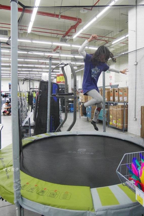 20180503221130 34 - 迪卡儂南屯店戶外運動區~桌球、籃球、兒童遊戲區、直排輪場、彈跳床通通有 比公園還好玩!