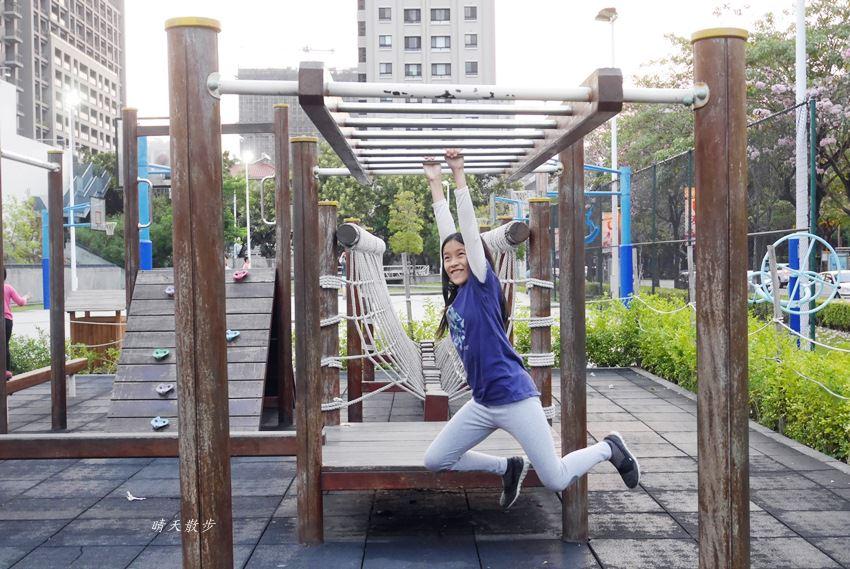 20180503221156 11 - 迪卡儂南屯店戶外運動區~桌球、籃球、兒童遊戲區、直排輪場、彈跳床通通有 比公園還好玩!