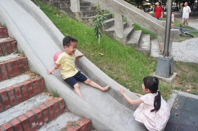 20180506194706 100 - 台中萬壽公園~最受歡迎的磨石子溜滑梯 萬壽棒球場旁