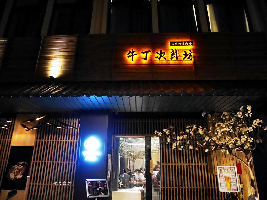 逢甲美食|牛丁次郎坊逢甲店~深夜裡的和魂燒肉丼 肉肉控最愛的日本味 黑豬丼x肋眼牛排定食 美味雞白湯免費喝