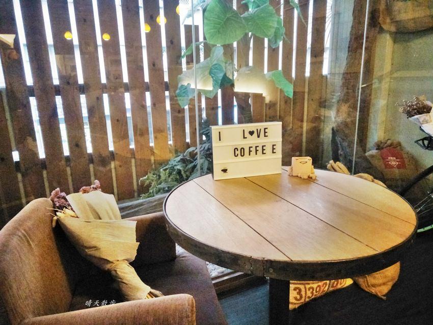 20180812222908 2 - 台中下午茶︱啡文學大英店~附插座、wifi 不限時間 近大墩路、公益路的咖啡館