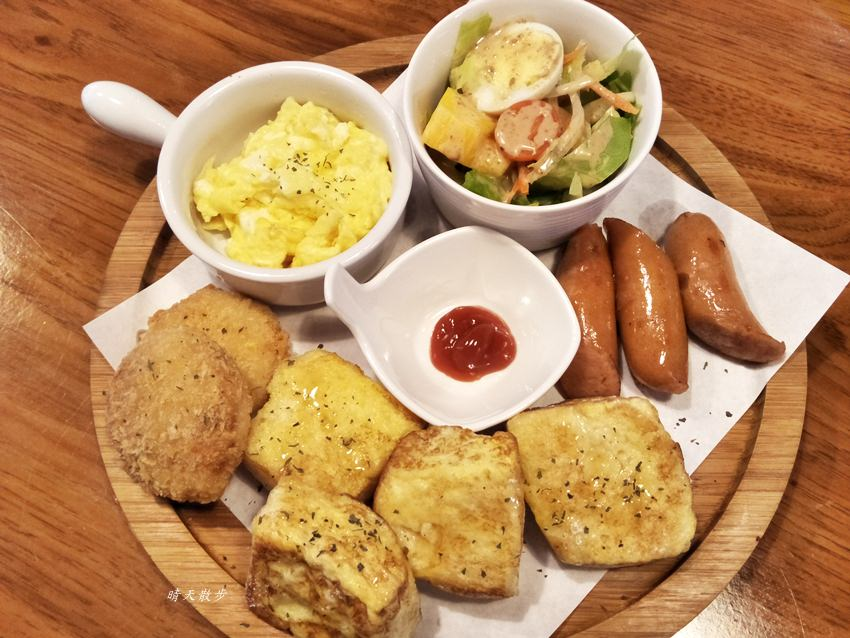 西區早午餐|34巷Café~溫馨小店的早午餐與家常料理 手作餐包、貝果、吐司很熱門