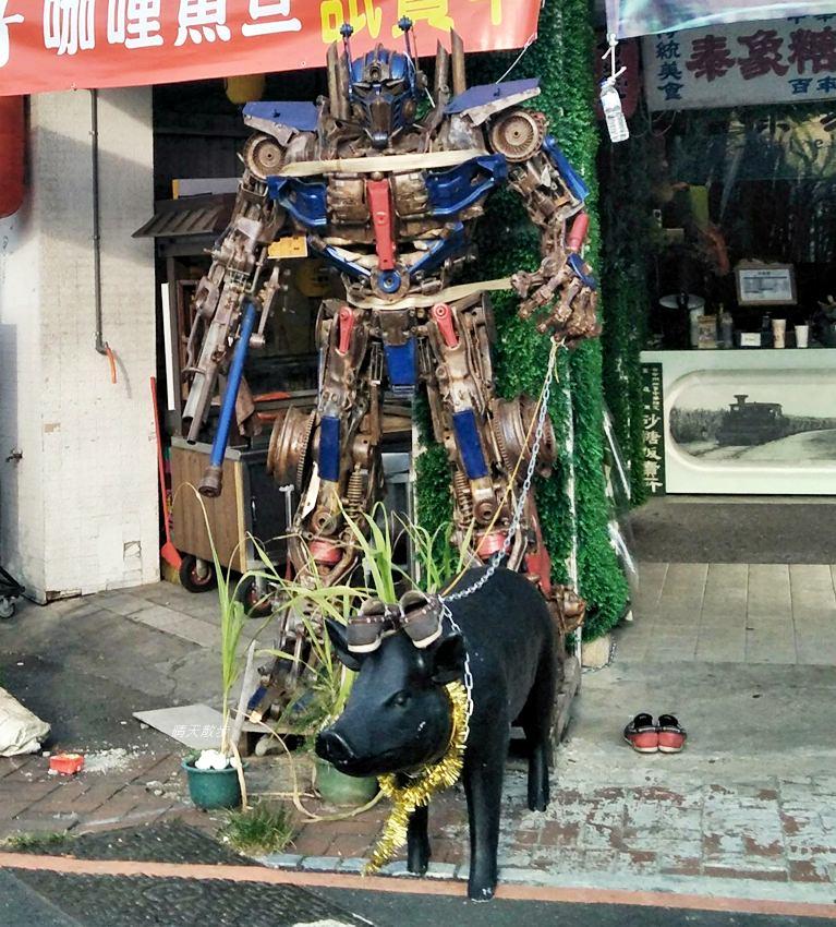 20180912232616 39 - 超酷!在台中街頭遇見變形金剛~廢鐵打造的酷炫柯博文和大黃蜂!