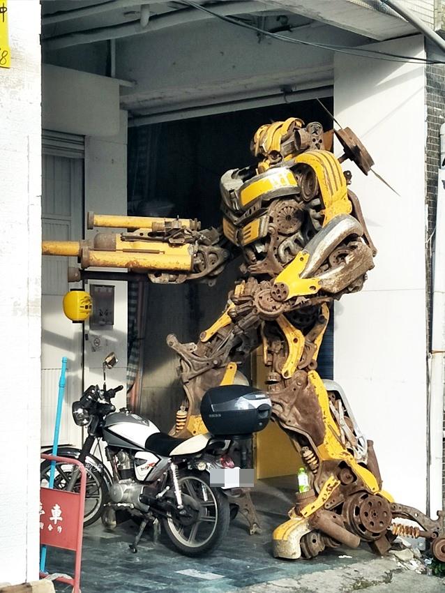 20180912233111 51 - 超酷!在台中街頭遇見變形金剛~廢鐵打造的酷炫柯博文和大黃蜂!