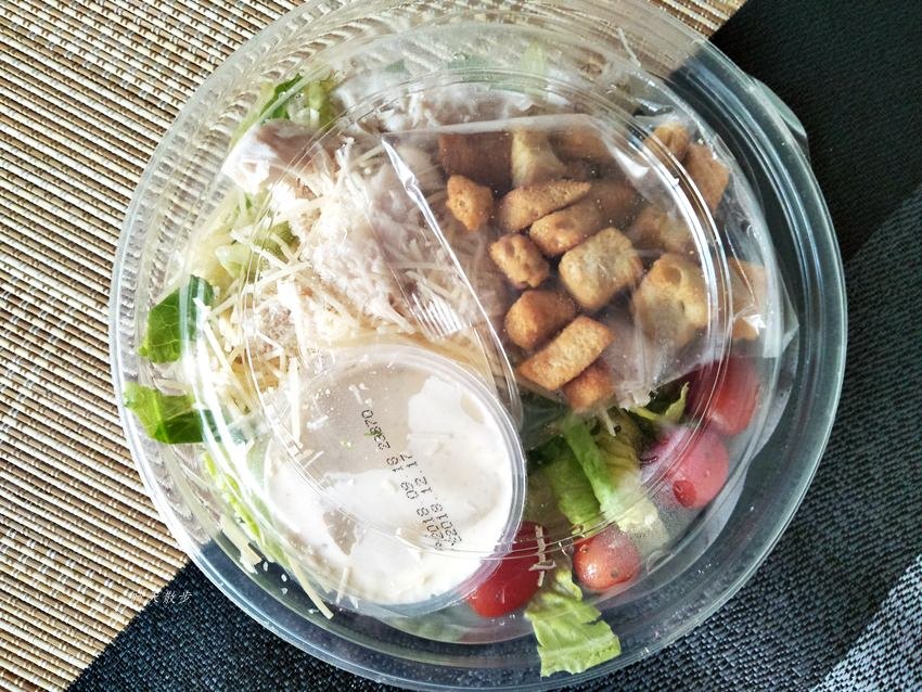 20181003205541 63 - 台中Costco必買好物|凱薩雞肉沙拉,好市多一樓美食區,免會員卡也可買