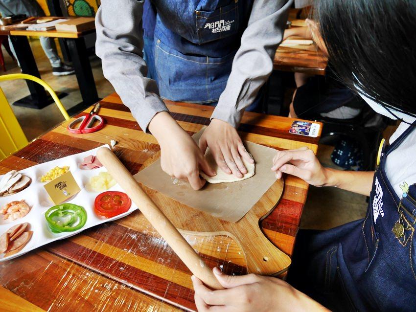 20181120161442 3 - 熱血採訪|那間披薩La Pizza~假日親子披薩DIY體驗 近中興大學 自己做的披薩最好吃!(台中披薩吃到飽餐廳)