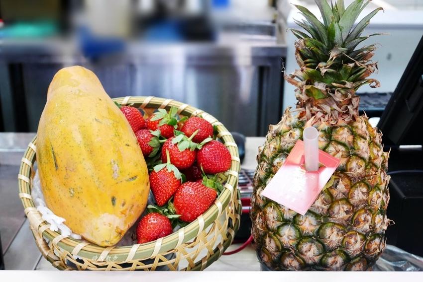 20181213112624 43 - 熱血採訪|有春冰菓室~草莓季正當季 就是要吃草莓冰!呷冰呷燒通通有 麵食、滷味也對味
