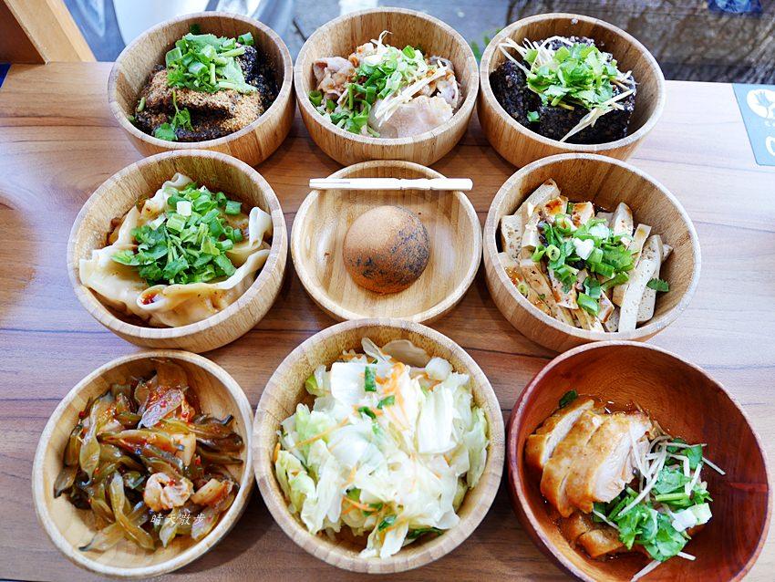 20181221154530 11 - 熱血採訪|花山家宣飲麵鋪~乾麵小菜加飲料 台中這家台式麵館好文青
