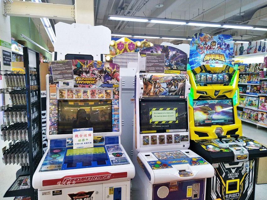 20190211221920 30 - 家樂福玩具區大變身!有遊戲機台、旋轉木馬,還有扭蛋機、夾娃娃機!