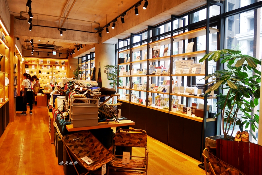 20190608220336 35 - 蔦屋書店台中市政店~在美麗的日本蔦屋書店TSUTAYA BOOKSTORE 享用Wired Tokyo的咖啡和閱讀時光