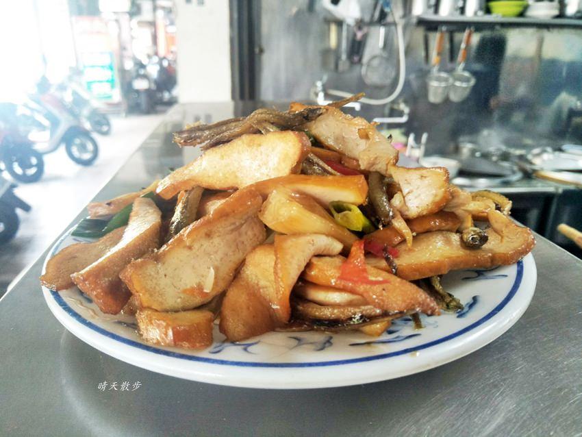 20191110143811 51 - 北屯小吃|興安路外省麵~各式麵食、餛飩、小菜、滷味 用餐時段瞬間客滿的小餐館