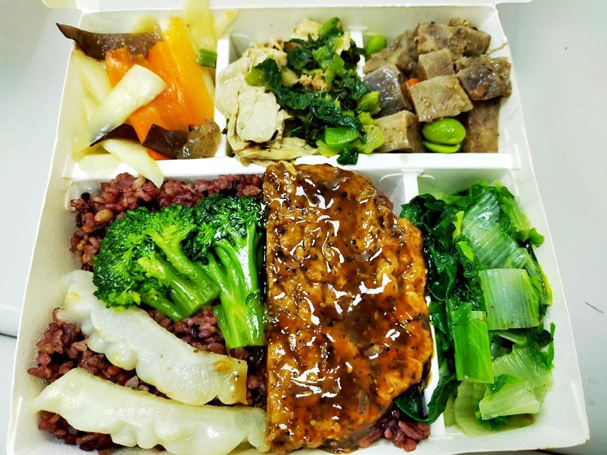 20200208195846 9 - 西區便當|中華素食自助餐~公益路平價素食自助餐,菜色豐富,外送便當65元