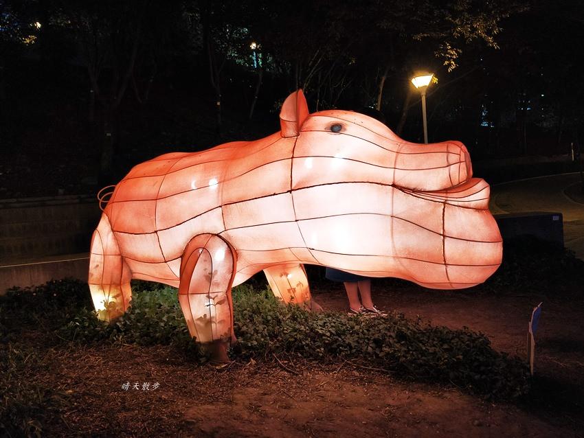 20200213164525 97 - 台中燈會|2020台灣燈會在台中,副展區文心森林公園戽斗星球動物晚上也好拍,還有人造雪喔!