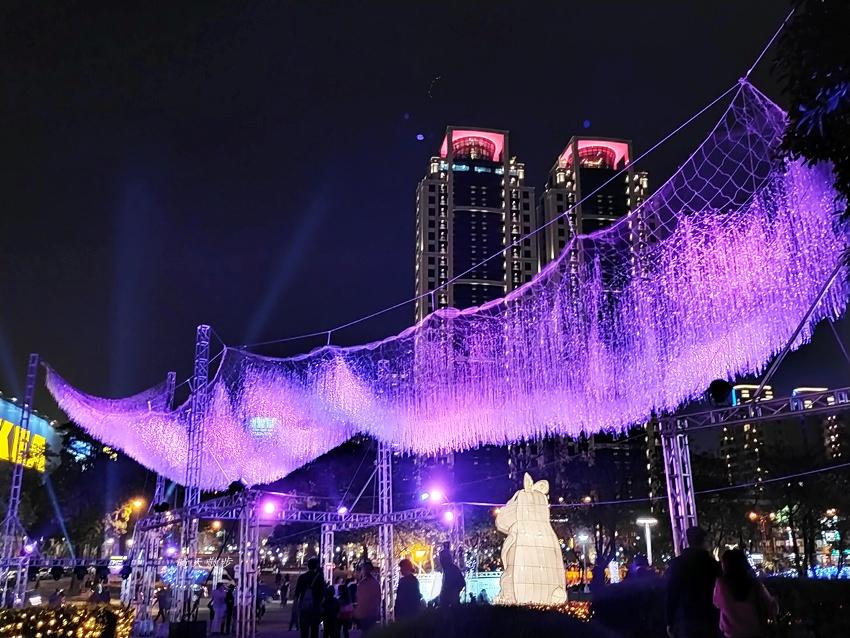 20200213164533 74 - 台中燈會|2020台灣燈會在台中,副展區文心森林公園戽斗星球動物晚上也好拍,還有人造雪喔!