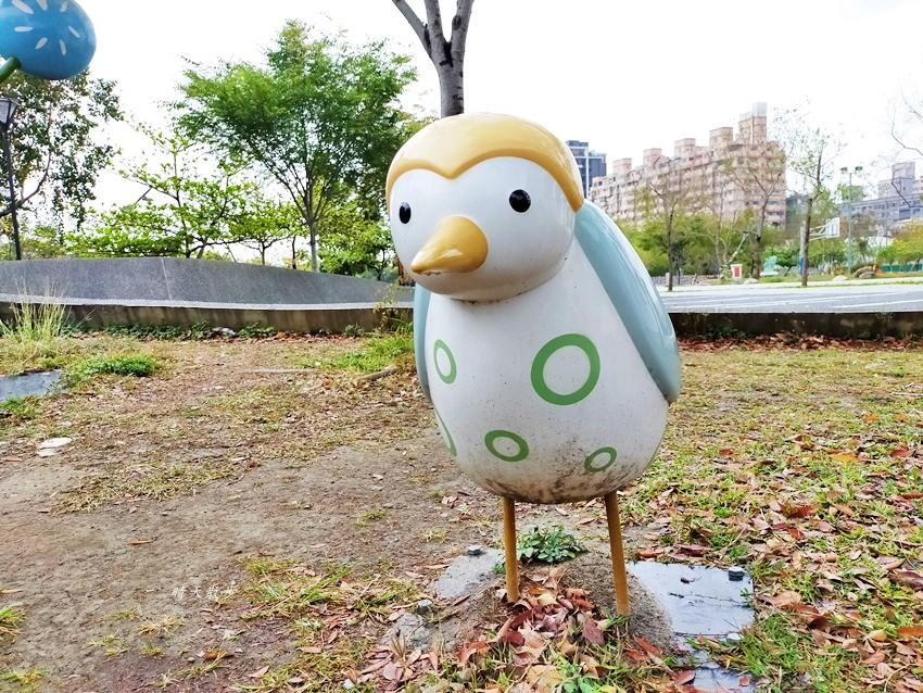 20200314003248 50 - 大里東湖公園│大里Dali Art 文創藝術廣場旁公園,大型裝置藝術作品,讓平凡公園變得超可愛!