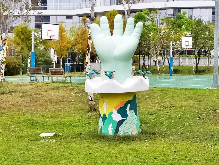 20200314003305 10 - 大里東湖公園│大里Dali Art 文創藝術廣場旁公園,大型裝置藝術作品,讓平凡公園變得超可愛!