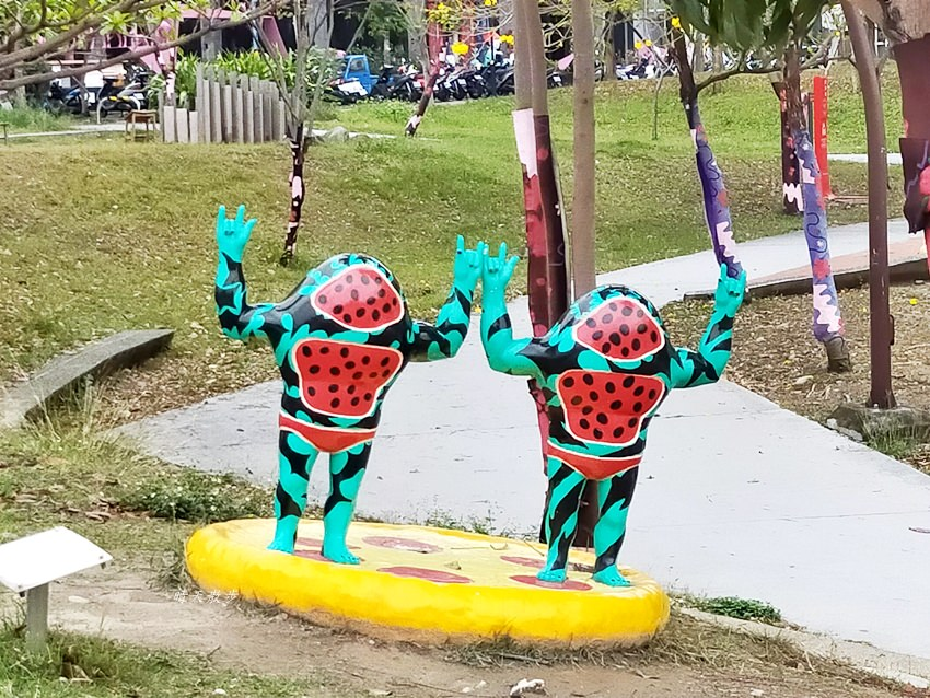 20200314003317 65 - 大里東湖公園│大里Dali Art 文創藝術廣場旁公園,大型裝置藝術作品,讓平凡公園變得超可愛!