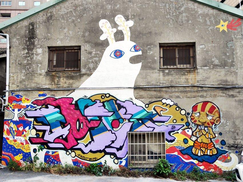20200318081203 44 - 台中景點|忠明13鄰塗鴉社區~金典綠園道旁巷弄裡,可愛的生活塗鴉和恐龍、怪獸彩繪