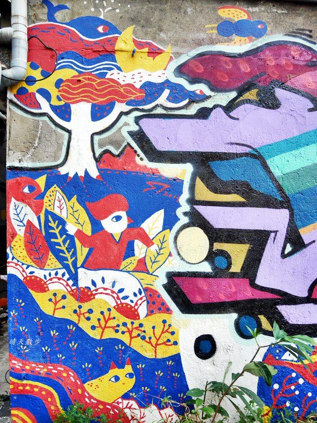20200318081219 38 - 台中景點|忠明13鄰塗鴉社區~金典綠園道旁巷弄裡,可愛的生活塗鴉和恐龍、怪獸彩繪