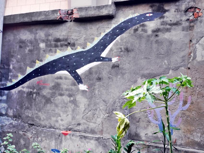 20200318081233 67 - 台中景點|忠明13鄰塗鴉社區~金典綠園道旁巷弄裡,可愛的生活塗鴉和恐龍、怪獸彩繪