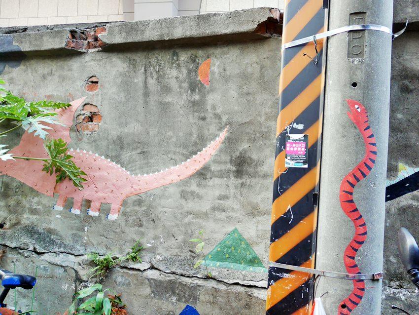 20200318081235 78 - 台中景點|忠明13鄰塗鴉社區~金典綠園道旁巷弄裡,可愛的生活塗鴉和恐龍、怪獸彩繪