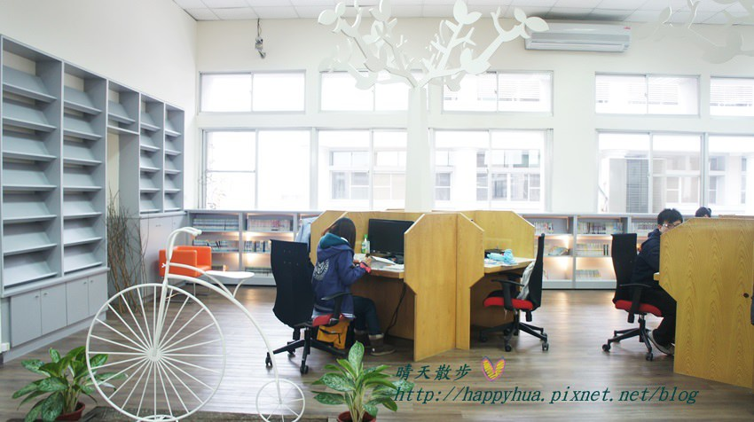 豐原圖書館三樓青少年書區 (2).JPG