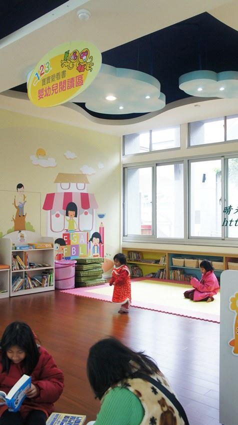 豐原圖書館一樓嬰幼兒繪本區.JPG