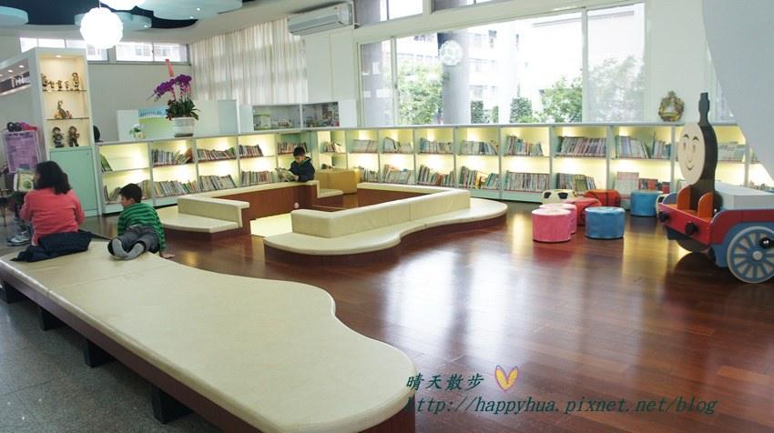 豐原圖書館一樓幼兒區 (1).JPG