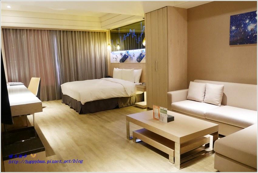台中住宿︱星動銀河旅站(自由館)Moving Star Hotel~台中特色主題飯店聯盟 交通方便房型多元 還有附設KTV的房型喔(實際住宿另文分享)
