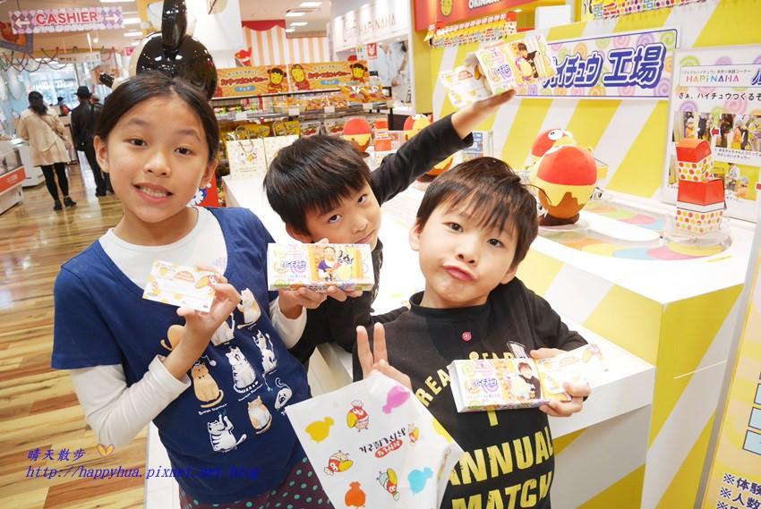 沖繩親子遊︱獨一無二的森永嗨啾軟糖DIY~自己專屬的hi-chew軟糖自己做 包裝上印有自己的照片 那霸國際通HAPiNAHA百貨一樓