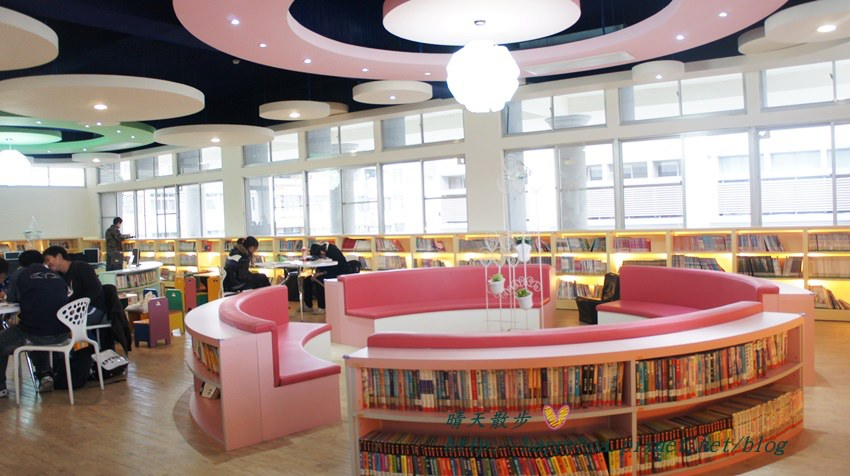 79b9a90678752c72ecc997cea0bccb0f - 台中十大圖書館 讓你重新愛看書 不愛?沒關係 還有漫畫和冷氣 更有影音欣賞區及數位閱讀