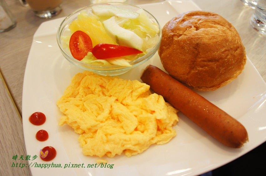 [台中早午餐]北區∥克拉朵Carat Café:科博館附近的清爽早午餐 座位不多 附wifi和插座 平日提供商業簡餐