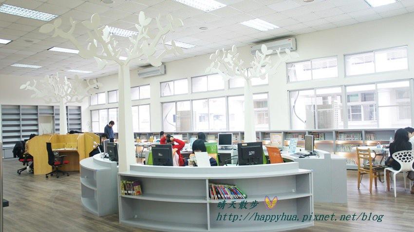 豐原圖書館三樓青少年書區.JPG